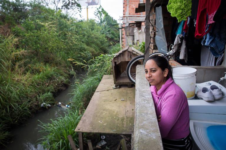 Claudete Pereira, ajudante de cozinha, moradora de Guarulhos, cidade que trata só 10% de seu esgoto