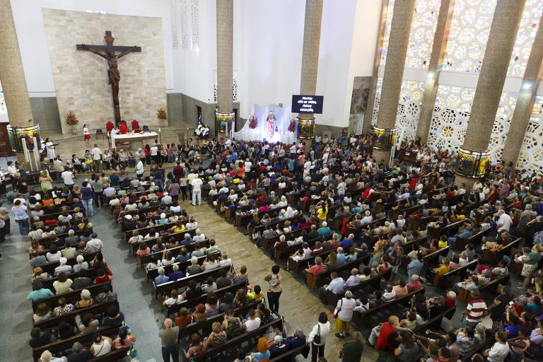 Dia de São Judas Tadeu leva multidão ao santuário no Jabaquara