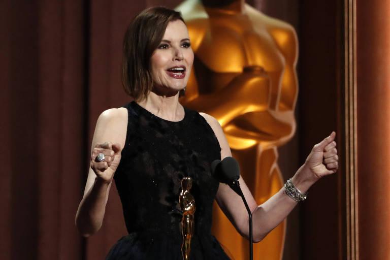 Geena Davis recebe o Prêmio Humanitário Jean Hersholt