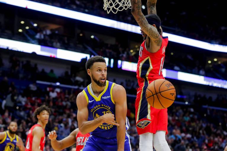 O armador Stephen Curry em jogo contra o New Orleans Pelicans