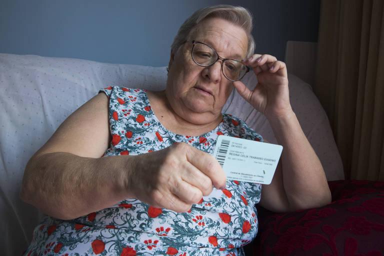 """Regina Trabasso Eugênio, da Penha (zona leste), conta que precisa retirar uma pedra da sua vesícula e não consegue falar no atendimento do hospital: """"É um descaso, uma burocracia enorme"""""""