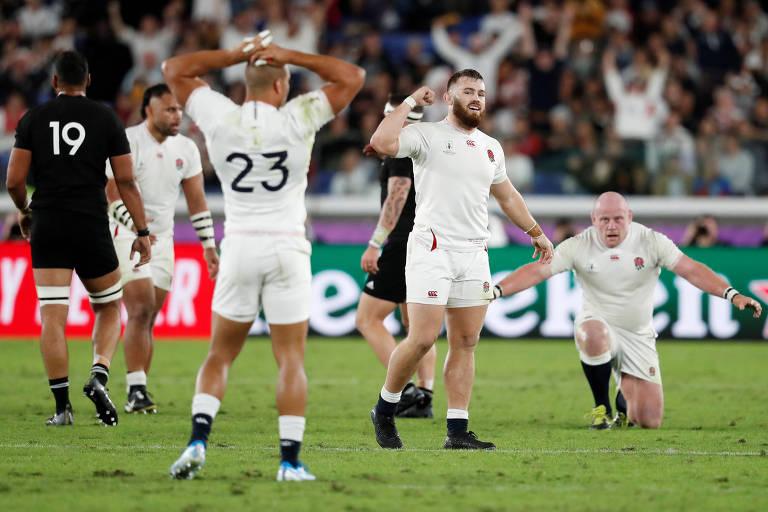 Ingleses celebram vitória sobre Nova Zelândia nas semifinais do Mundial