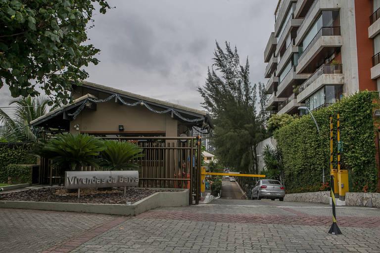 Entrada do condomínio na Barra da Tijuca onde Bolsonaro possui uma casa