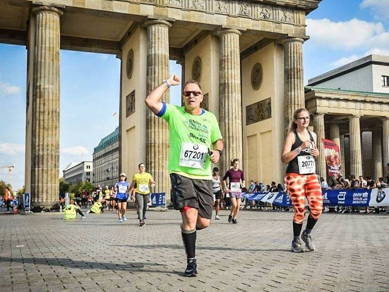 O advogado Onivaldo Esquizato, 63, na maratona de Berlim, em setembro