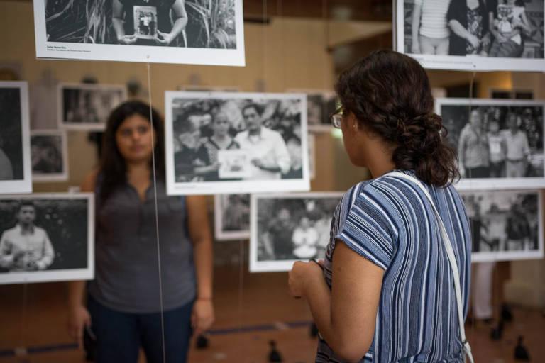 Visitantes na exposição de abertura do Museu da Memória da Nicarágua