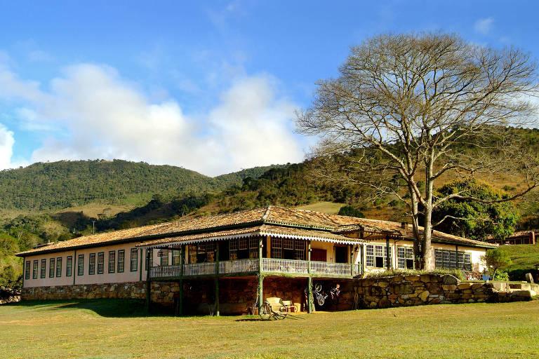 A sede colonial da fazenda do Engenho é um dos espaços da Comuna do Ibitipoca onde se realiza o worksho: maratona de ideias em contato com a natureza