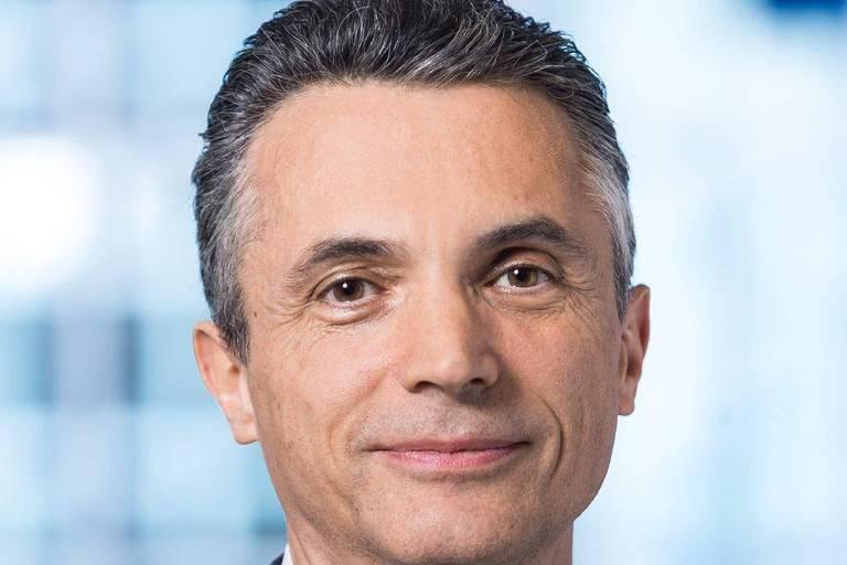 Marc Chesney - diretor do Departamento de Banco e Finanças da Universidade de Zurique e foi vice-decano da HEC em Paris. É autor do livro A Crise Permanente, que será publicado pela Unesp, no início de 2020. Ele é um dos promotores do plebiscito para introduzir a microtaxa.