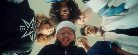 O rapper Emicida em campanha da Mutato para a Samsung