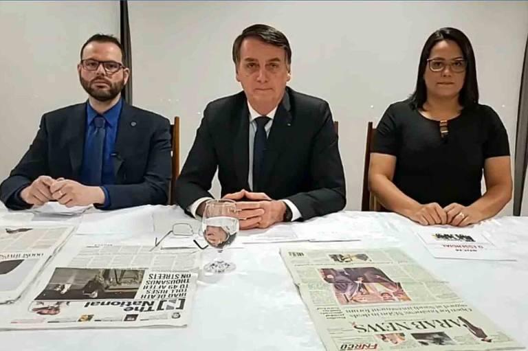 Bolsonaro anuncia cancelamento de assinaturas da Folha pelo governo federal em live nas redes sociais