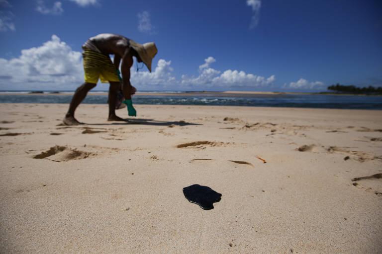 Pescadores sentem impacto das manchas de óleo