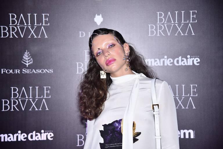 Bruna Linzmeyer no Baile da Bruxa