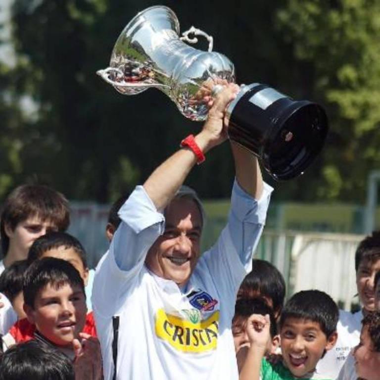 Piñera recebe homenagem no Colo-Colo, após ser eleito presidente do Chile, em 2010