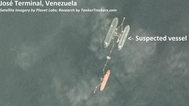 Navio suspeito de ter derramado óleo que atingiu o litoral do Nordeste brasileiro