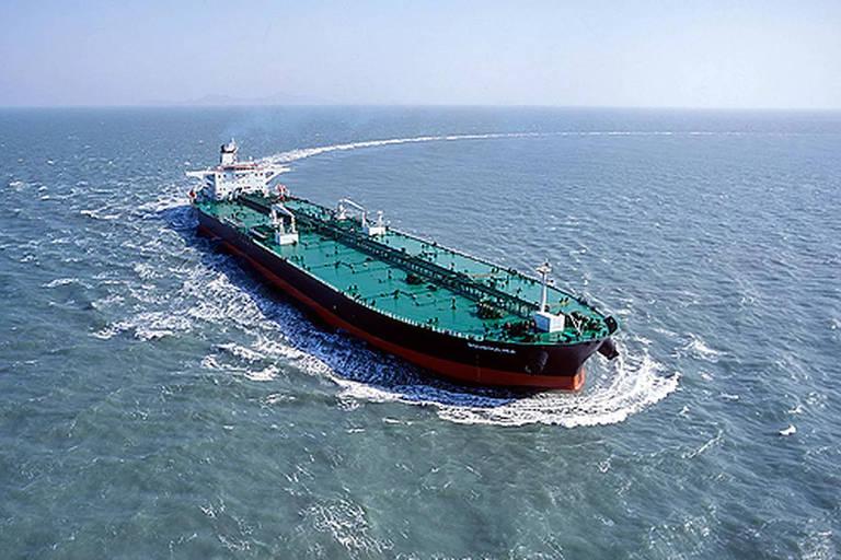 Bouboulina, navio petroleiro operado por empresa grega suspeito de derramar o óleo que atinge o Nordeste, segundo a PF