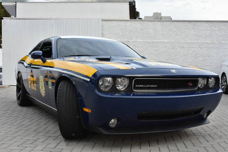 Dodge Challenger é incorporado à frota de carros da PRF do Paraná