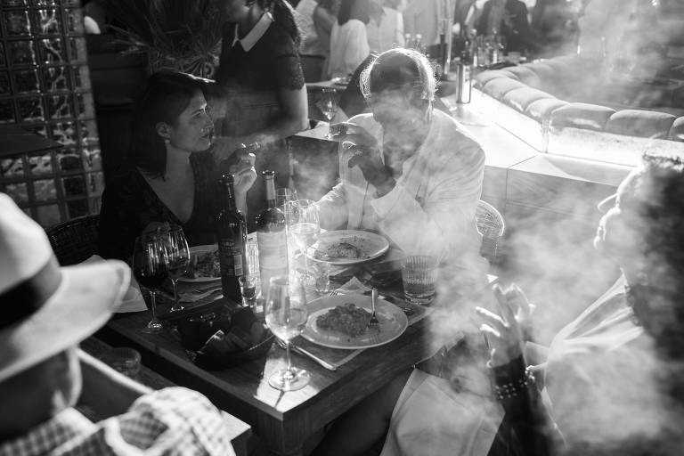 Competidores, patrocinadores e outros participantes em jantar na noite anterior ao 10º Campeonato Mundial de Charuto, em Split, na Croácia