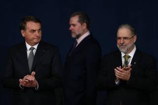 Jair Bolsonaro e o presidente do STF, Dias Toffoli, na posse de Augusto Aras, em Brasília