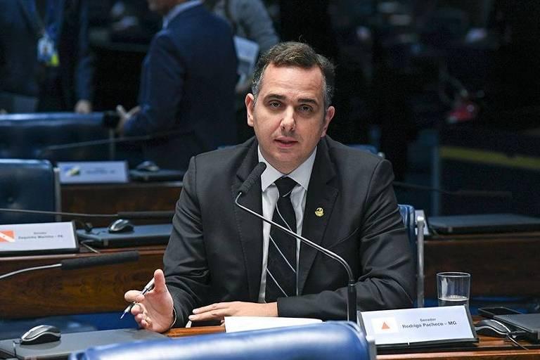 O senador Rodrigo Pacheco (DEM-MG) apresenta projeto de lei que cria a Sociedade Anônima do Futebol (SAF)