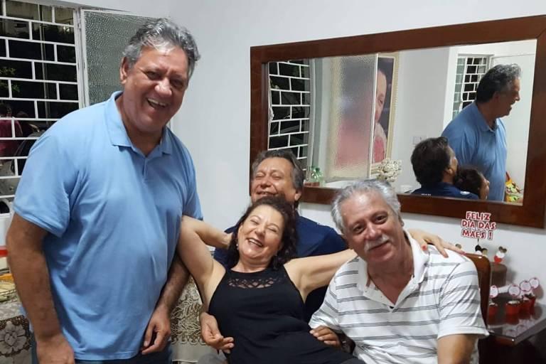 Jornalista Miguel Torres com os irmãos