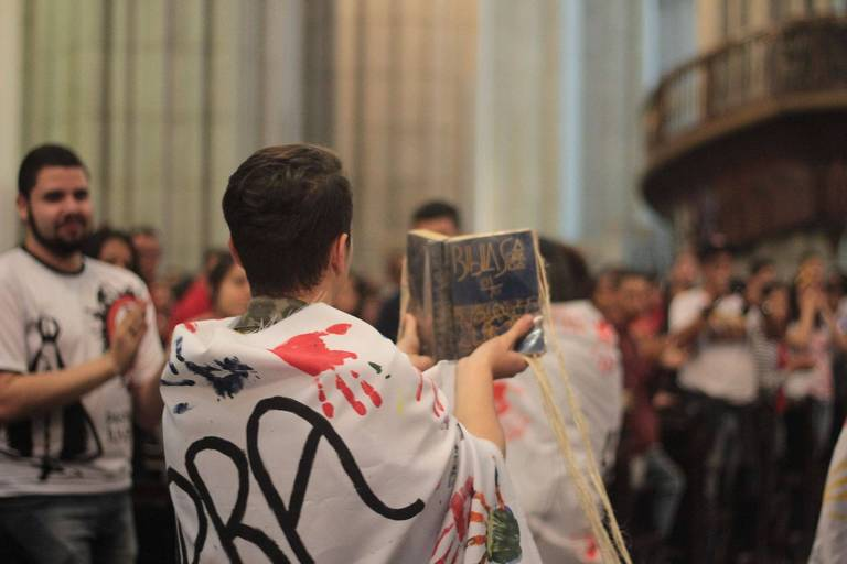 Missa organizada na Catedral da Sé pelos jovens durante a Romaria Estadual da Pastoral da Juventude