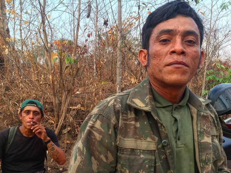"""integrante de um grupo de agentes florestais indígenas autodenominados """"guardiões da floresta"""""""