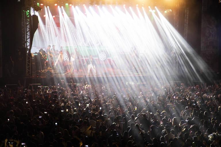 Público de Simone e Simaria em show de retorno das cantoras no Centro de Tradições Nordestinas em São Paulo