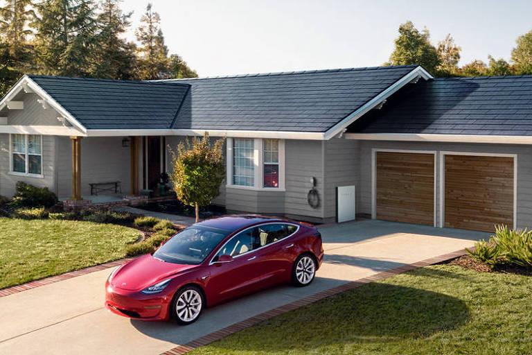 Casa com teto feito a partir de placas de energia solar da Tesla
