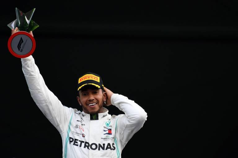Hamilton celebra a vitória no GP do México, que o deixou perto do sexto título na F-1