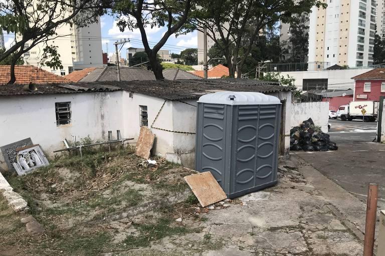 No dia de finados falta água e banheiro nos cemitérios de São Paulo