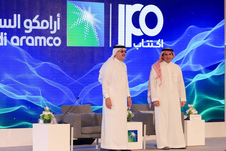 O presidente e CEO da Saudi Aramco, Amin Nasser, à esquerda, e o presidente do conselho, Yasir al-Rumayyan, em entrevista coletiva, confirmaram a entrada da Aramco na bolsa de Riyadh