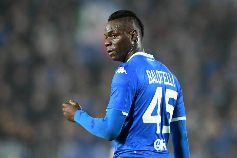 O atacante Mario Balotelli voltou a ser alvo de insultos racistas no Campeonato Italiano