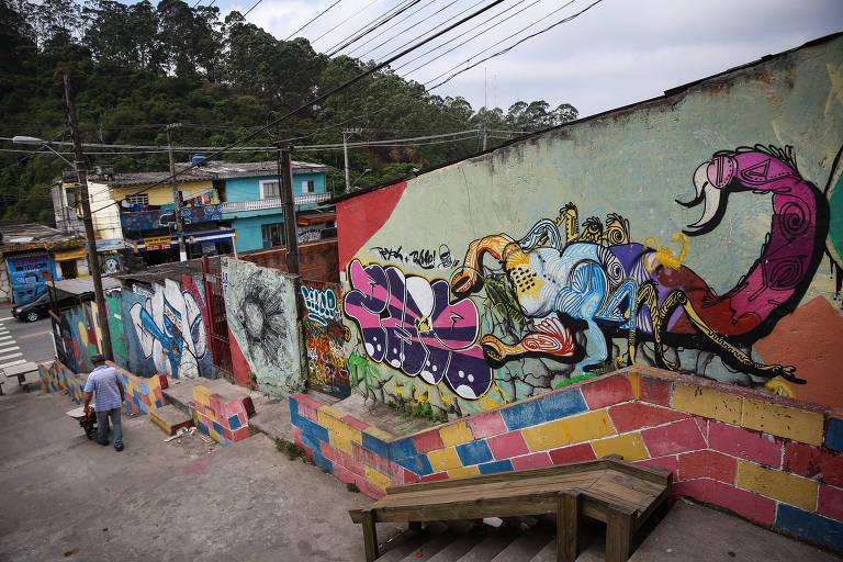 Escadões revitalizados levam colorido a bairros da capital