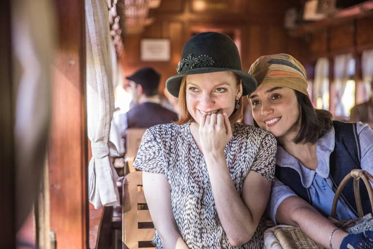 Éramos Seis - Clotilde ( Simone Spoladore ) e Olga (Maria Eduarda Carvalho)