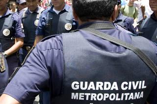 Guarda Civil Metropolitana e Policia Militar entram em confrono com camelos da rua 25 de Marco.