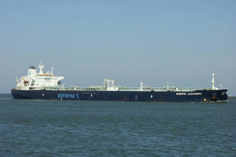 navio-tanque no mar