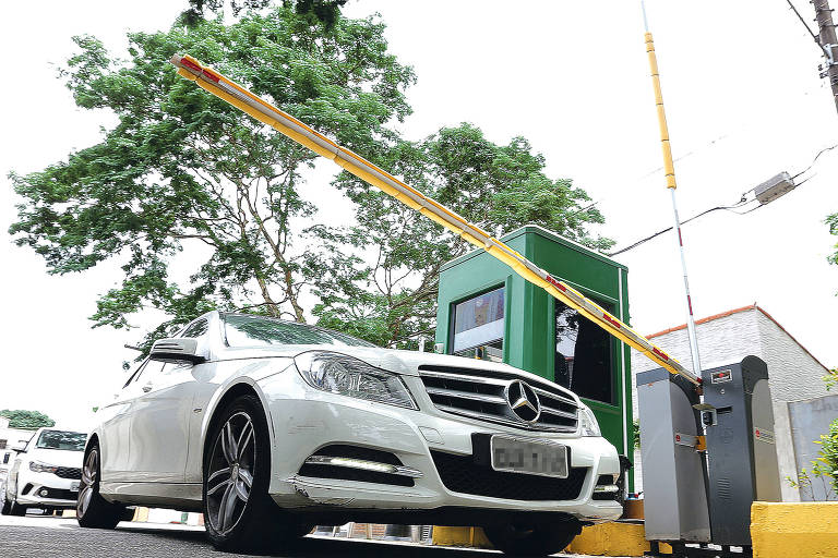 Bolsão de estacionamento tem até o dia 15 para retirar barreiras