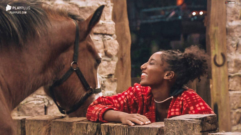 Sabrina Paiva com cavalo em A Fazenda