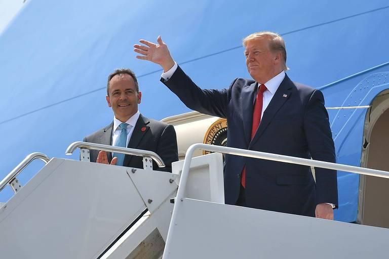 O presidente dos EUA, Donald Trump (dir.), com o governador republicano Matt Bevin, candidato à reeleição