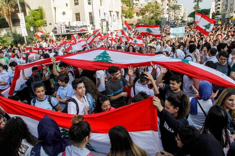Jovens protestam no Líbano; confira fotos de hoje