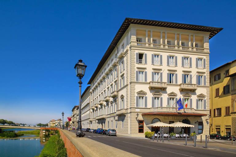 Hotel St.Regis, em Florença, onde funcionava no fim do século 19 um 'gentlemen's club', precursor do bar moderno