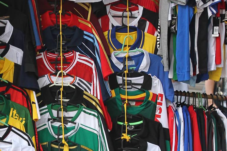 Polícia apreende 2.000 camisas piratas de times de futebol em SP