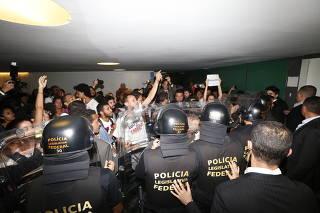 Manifestantes contra redução da maioridade penal protestam na Câmara