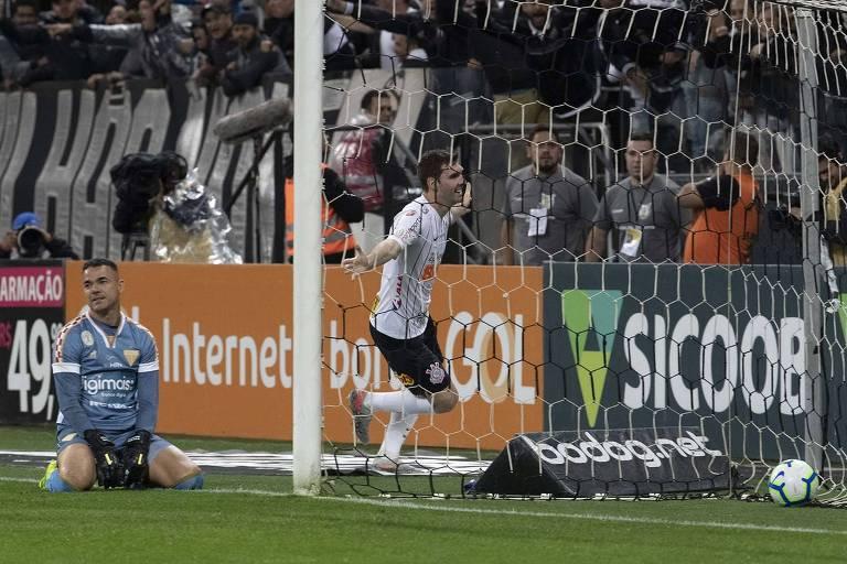 Com interino Coelho, Timão volta a vencer após oito jogos
