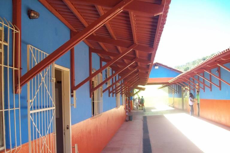 Escola estadual Orlando Tavares, em Caraí (MG), onde estudante entrou armado e atirou contra colegas