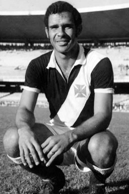 O ex-zagueiro Brito, tricampeão do mundo com a seleção brasileira, disputou um Rivengo com a camisa do River-PI em 1979