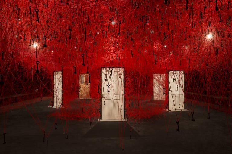 Linhas da Vida, exposição de Chiharu Shiota