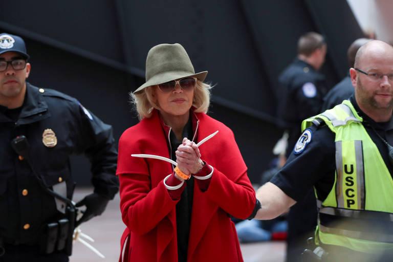 Jane Fonda é presa pela quarta sexta-feira consecutiva por protestar contra as mudanças climáticas