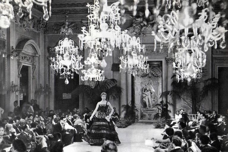 Exposição em SP conta 70 anos da moda italiana; veja fotos