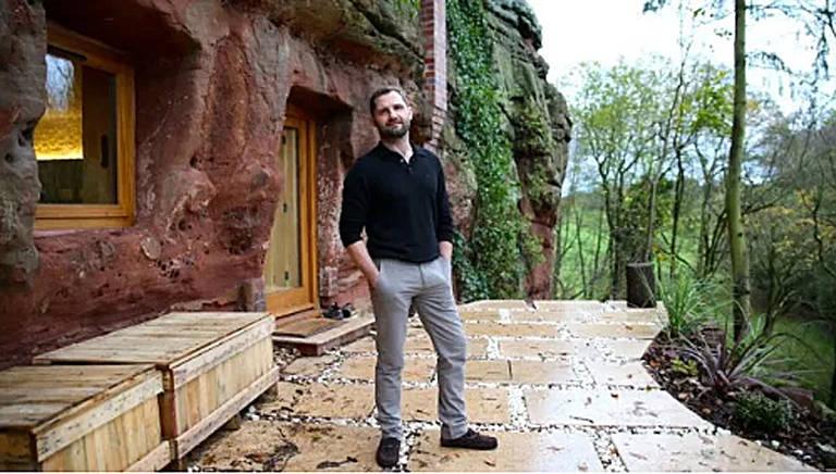 Angelo Mastropietro é um milionário que largou tudo e foi morar em uma caverna