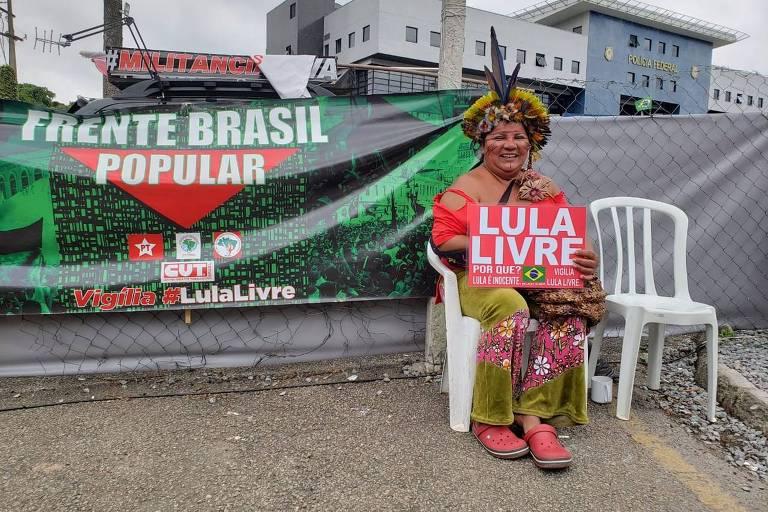 A índia pataxó Maria Flor Guerreira pretende seguir com Lula nas caravanas pelo país se ele for solto
